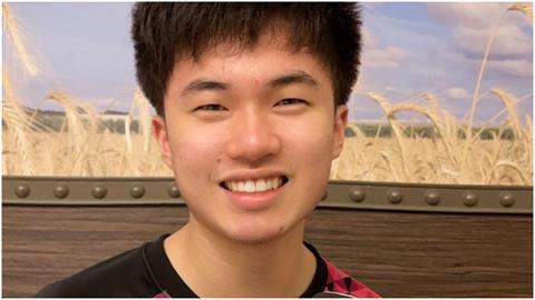 剛過20歲生日!桌球小將林昀儒曬「4萬4千元」球鞋笑瞇眼