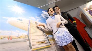 真的好想出國!空姐開手作甜點店搭配空姐、機長體驗 民眾穿各家航空制服 一圓航空夢