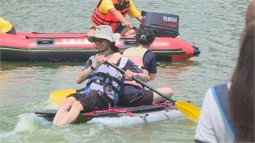 衝阿!「皂飛車」水上版 桃園超級盃渡河大賽 15支隊伍比創意