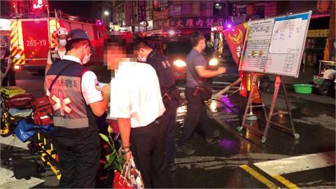 高雄民宅暗夜傳火警 消防人員救出兩受困幸無人傷