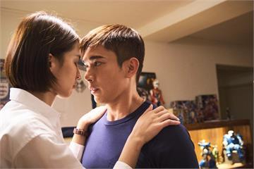 黃俊雄吻撩曾沛慈 浪漫吐真言:只想跟妳親吻而已!