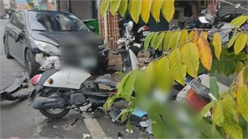飛車撞毀整排路停機車 駕駛.乘客竟肇逃