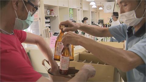再爆酒精搶購潮 台酒「每人每日限購3瓶」產線火力全開!拚2週內單週生產300萬瓶酒精