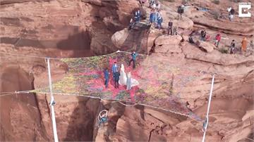 極限婚禮!121公尺大峽谷見證新人愛情