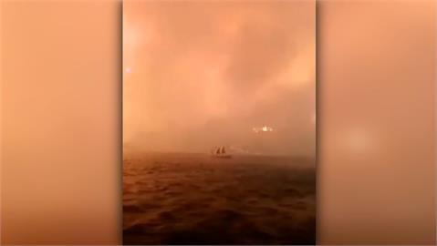 土耳其5天百場野火 火勢逼近飯店遊客搭船撤離
