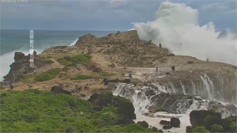 花蓮石梯坪掀4層樓高巨浪 連當地人也不敢去觀浪