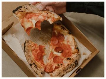 披薩盒子為什麼不做成圓形?知情人秒點出「1原因」有夠聰明!
