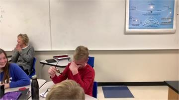 終於看見花花世界!12歲色盲男童感動暴哭