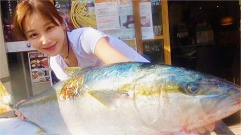 市場「最美魚販」名校背景超驚人 魚店成排隊聖地全為看她殺魚!
