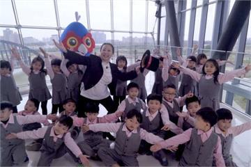台灣燈會瘋宣傳 張花冠帶頭大跳抖肩舞