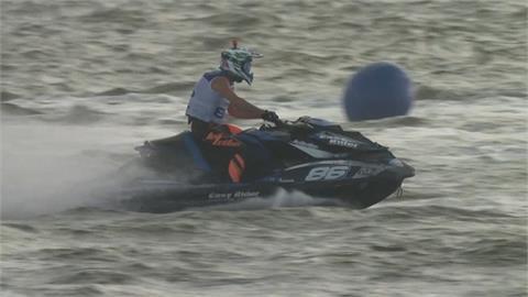 水上摩托車大獎賽極速狂飆 浪花中爭冠