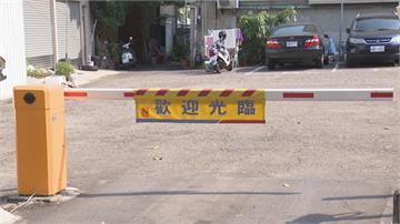 中市府委外停車場吞了「既成道路」住戶:自家前巷道出入還要投幣