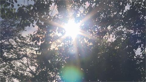 快新聞/好熱! 台南高雄屏東亮「黃色燈號」高溫飆36°C!