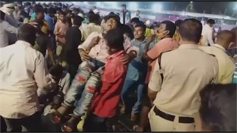 印度卡巴迪賽 木造看台倒塌釀上百傷