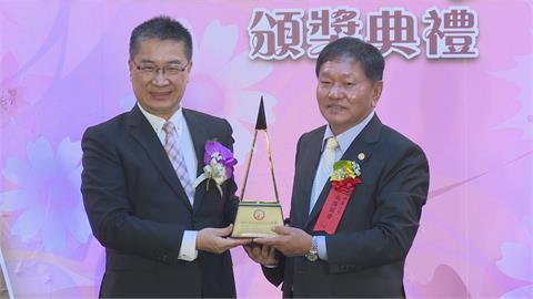 國家建築金質獎頒獎 建築名人父子檔陳泰中、陳建元獲獎