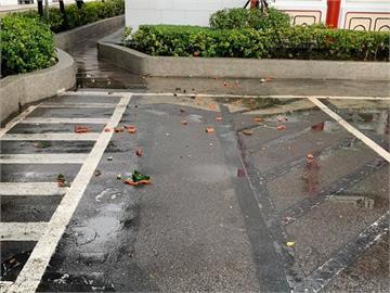 地震害的?台北殯儀館下磚塊雨 議員驚嚇:差10秒就被擊中