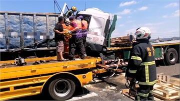 快新聞/國道二號機場聯絡道3貨車追撞 釀後方車輛一度回堵