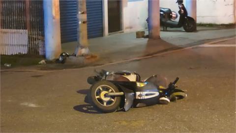 酒駕騎士竄出擦撞 無照騎士再撞違停轎車