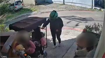碰!民宅鐵門被電動車撞凹鄰居驚嚇以為貨物掉落 肇事婦人人間蒸發