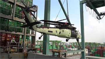 空中搜救添利器! 美6架重裝黑鷹「路上拖機」沿途交管淨空