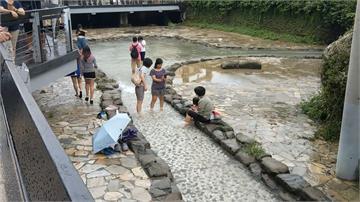 高雄秘境「龍巖冽泉」變髒水溝!議員秀對照圖 水利局:為排洪