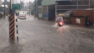 恆春半島雷擊村落處處淹!台南市區也積水