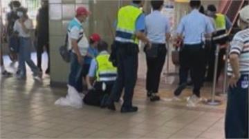 淡水捷運站手扶梯夾傷童 腳見血急送醫