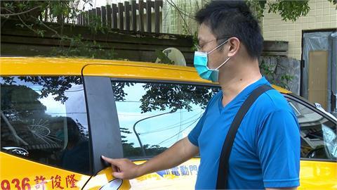 計程車右轉遭行人敲窗 運將報警提告毀損罪