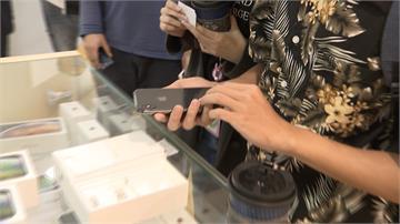 果迷排隊搶買福利機 iPhone不到萬元