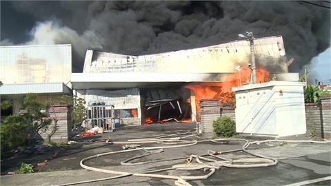 彰化保麗龍場大火 鐵皮建築陷火海黑煙竄天!