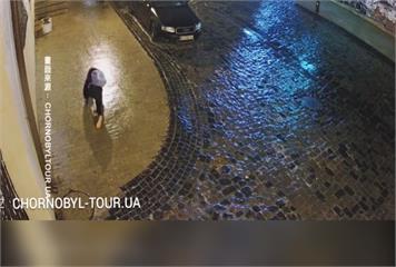 烏克蘭基輔街頭溜冰秀?少女瘋狂跌倒 爆笑又無奈