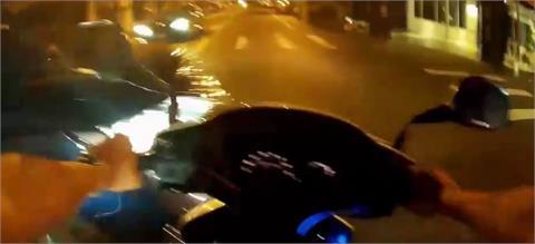 快新聞/才剛鳴笛就被撞! 羅東警助民眾送醫 遭闖黃燈轎車猛撞
