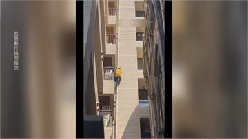 西門町男持刀當街砍人 學「蜘蛛人」爬14樓躲警