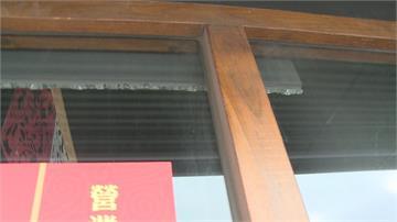 正港冷「爆」!內外溫差大 兩店家玻璃碎裂