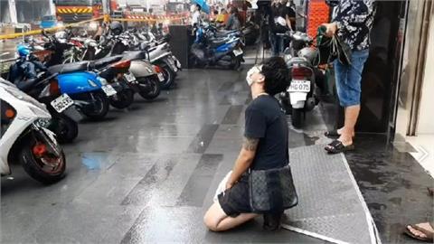 城中城大火 女兒台南趕回跪地「父母確定雙亡」殯儀館痛喊:媽媽