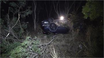 台中大肚山下坡路段 小客車衝落邊坡2人傷