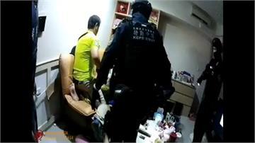 毒品黑吃黑爆街頭槍擊 警方攻堅驚見主嫌手握雙槍