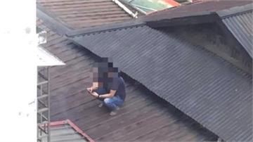 屋頂滑手機又翻牆闖校園 通緝犯狂奔仍被逮