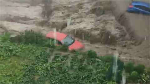 洪水捲走汽車!河北、山西水患 700人急受困