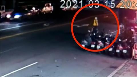 機車撞單車滑10米成火球 單車婦OHCA送醫