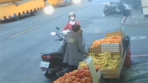 逛水果行偷香蕉絲瓜 「貪婦不承認」老闆怒報警