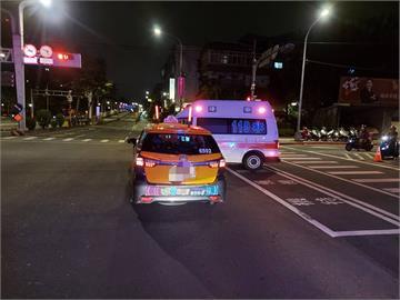 快新聞/救護車載「疑似確診者」遭撞 警方穿防疫裝備抵現場