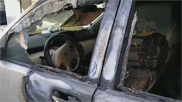 深夜火燒車火勢驚人!駕駛著火跳車 男子車內做「汽油彈」不慎引燃差點焚身