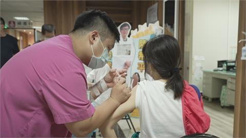 孕婦可選打AZ或莫德納 高雄準媽咪一早接種