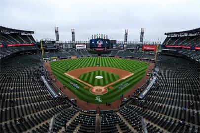 金髮正妹現場觀賽MLB 用義肢「成功接飛球」狂吸350萬觀看