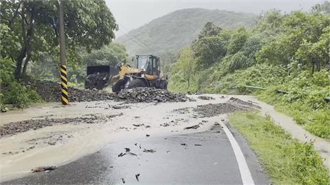 颱風環流影響 屏東現落石積水