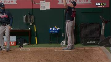 MLB/勇士終結者牛棚熱身 意外沒收隊友全壘打球