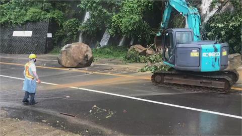 尖石120線道巨石砸落橫在路中 一度雙向受阻