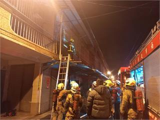 快新聞/台南安南區民宅清晨失火濃煙狂竄 1男臉部灼傷送醫