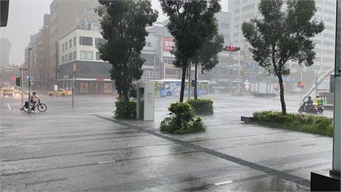 快新聞/全台16縣市豪大雨特報 大雷雨強襲雙北至14:15